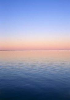 STUNDEN JUST NU: Himmel möter hav - och bildar en oerhört tunn linje just där dom möts. Foto: Per Johansson