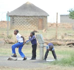 vattenpump_i_afrika